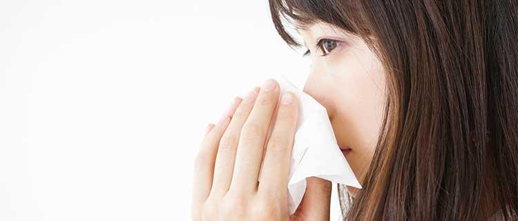 鼻水を気にする女性