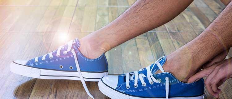 足の男性画像