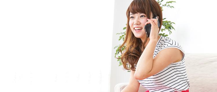 電話予約する女性