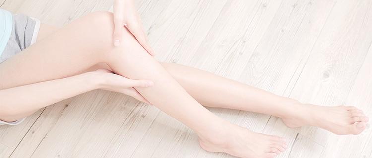露出した脚に毛が生えていた女性