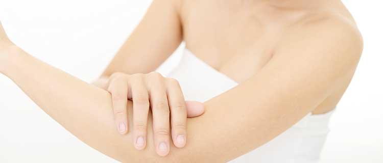 手がスベスベ肌の画像